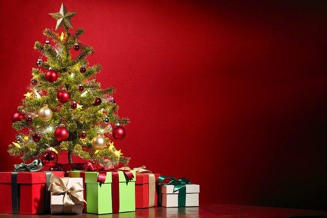 stromeček s dárky