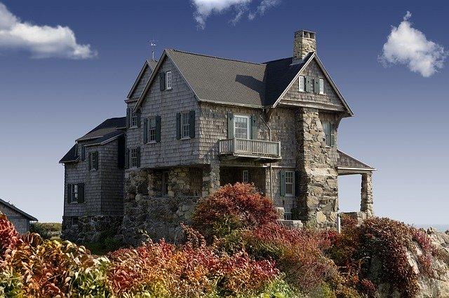 Pokud máte čas na údržbu, vyberte si klidně větší dům.