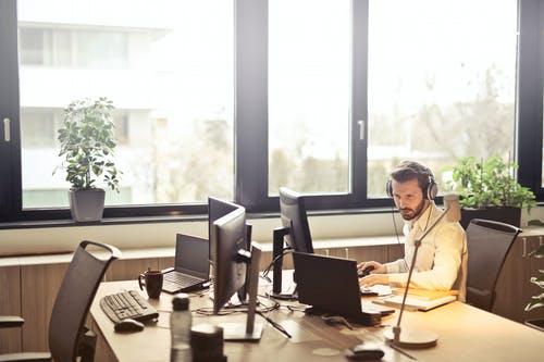 muž kancelář